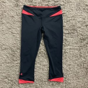Under Armour// cropped athletic leggings size xs